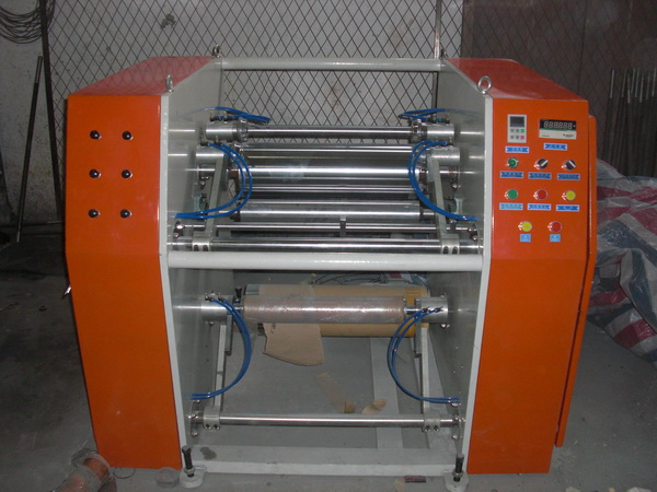 Stretch film rewinding and slitting machine
